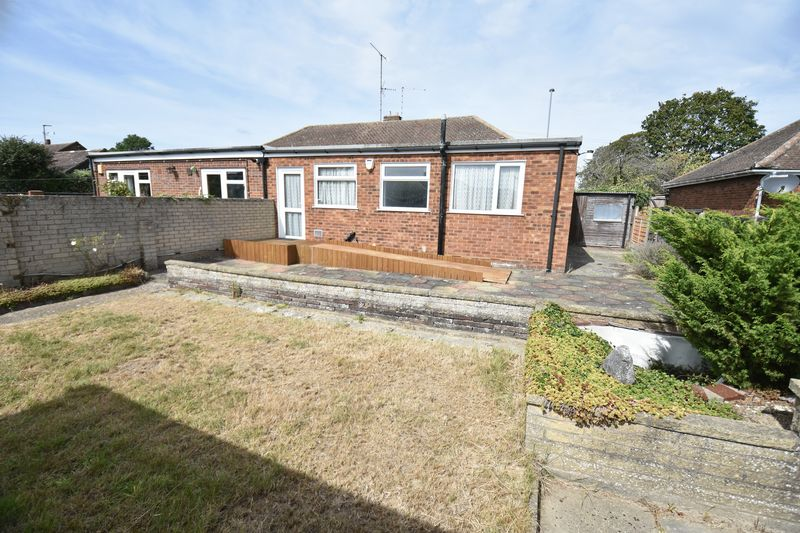 2 bedroom Bungalow to buy in Leagrave High Street, Luton - Photo 12