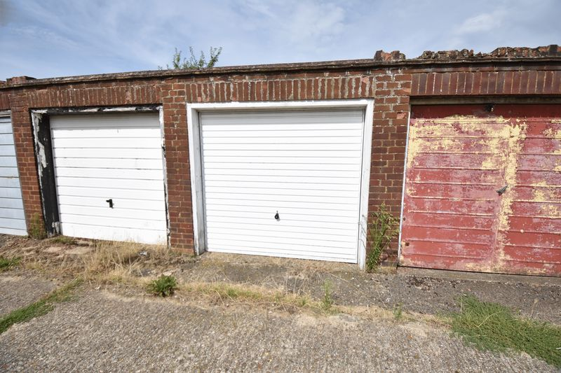 2 bedroom Bungalow to buy in Leagrave High Street, Luton - Photo 13