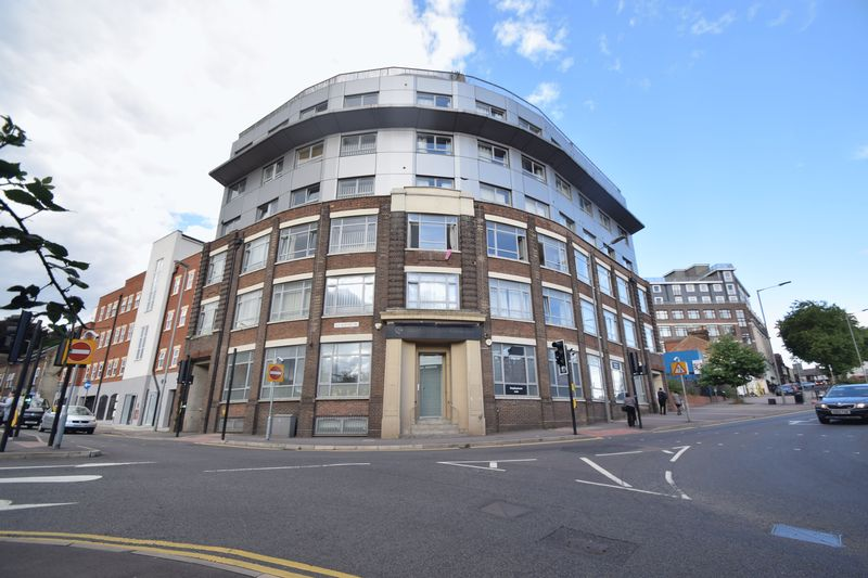 1 bedroom Flat to rent in Midland Road, Luton