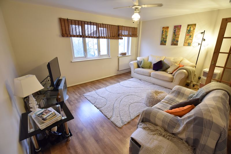 3 bedroom Maisonette to buy in Arrow Close, Luton - Photo 2