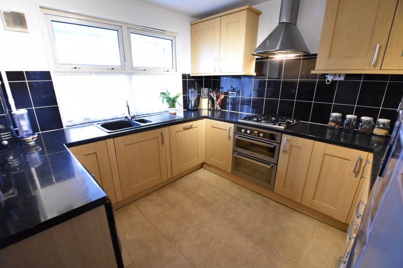 3 bedroom Maisonette to buy in Arrow Close, Luton - Photo 3