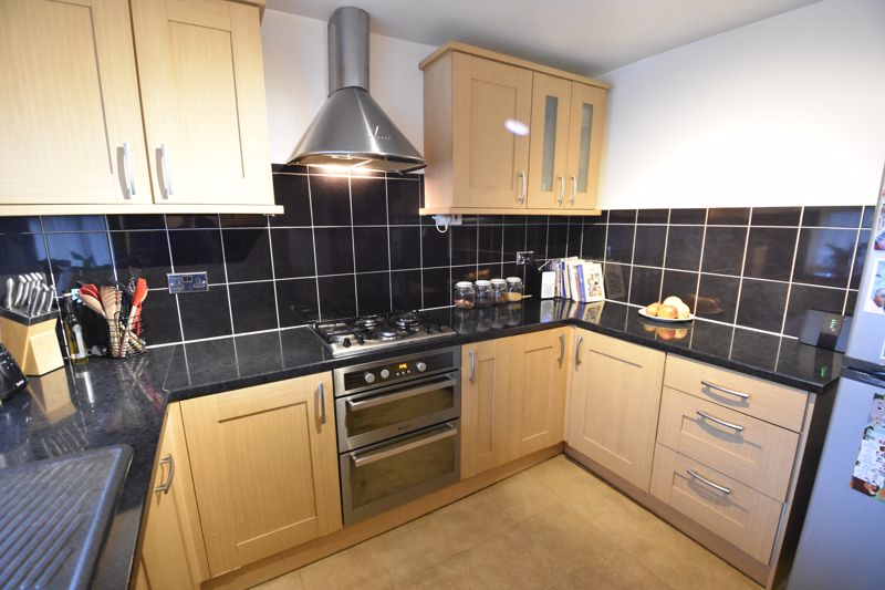 3 bedroom Maisonette to buy in Arrow Close, Luton - Photo 8