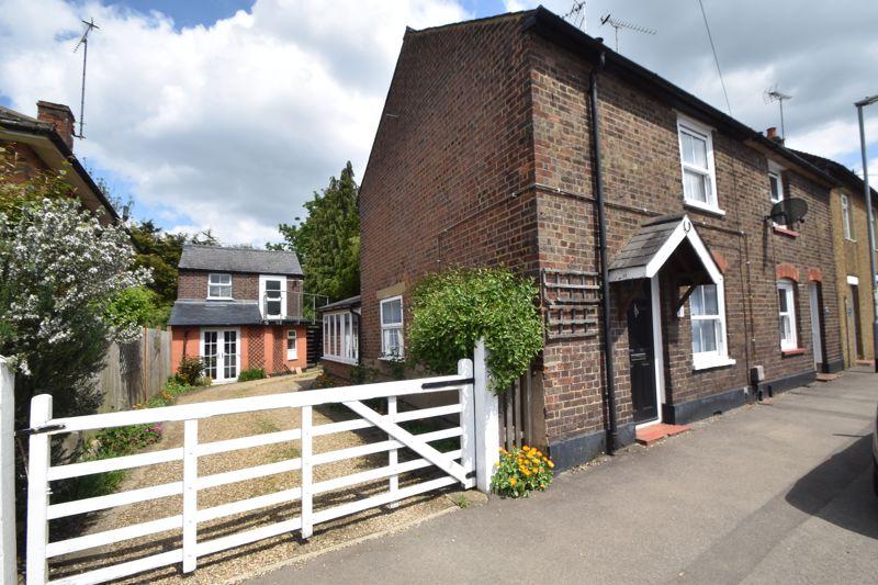 3 bedroom End Terrace to buy in Front Street, Luton