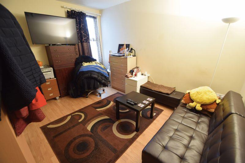 6 bedroom  to buy in Biscot Road, Luton - Photo 2