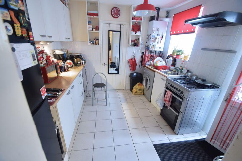 6 bedroom  to buy in Biscot Road, Luton - Photo 3