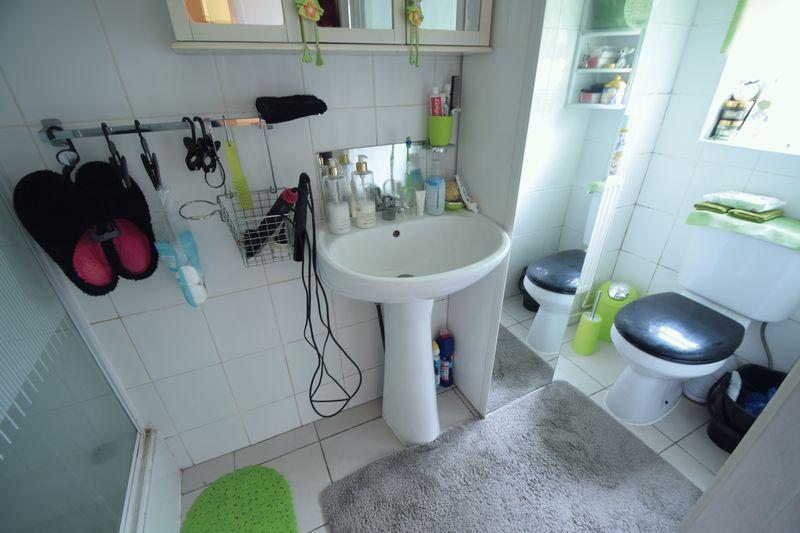 6 bedroom  to buy in Biscot Road, Luton - Photo 4