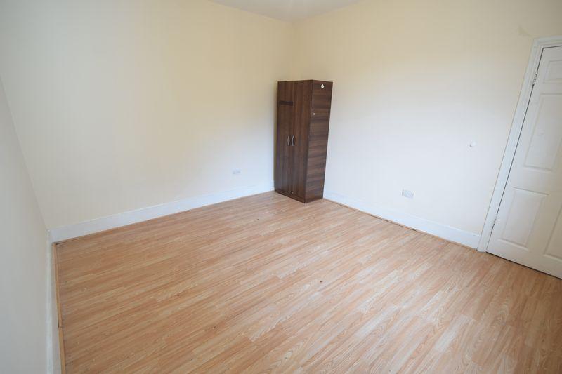 6 bedroom  to buy in Biscot Road, Luton - Photo 7