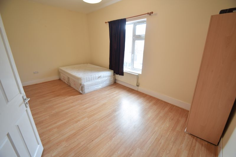 6 bedroom  to buy in Biscot Road, Luton - Photo 9