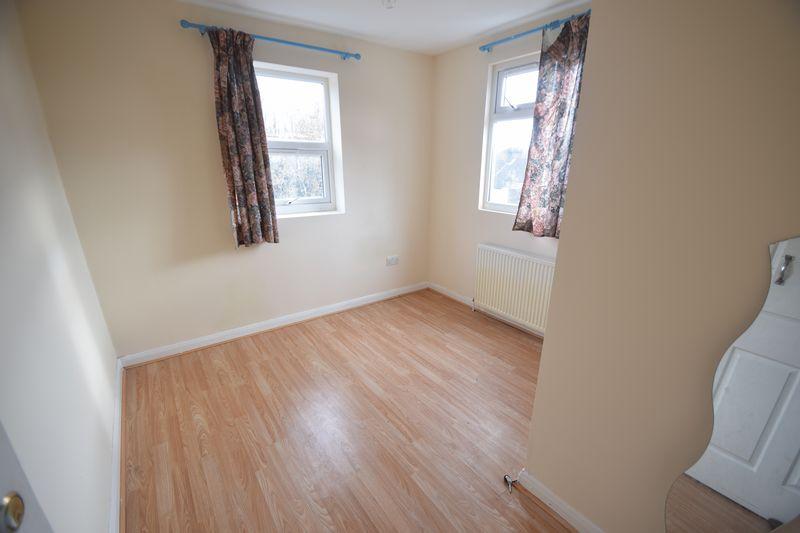 6 bedroom  to buy in Biscot Road, Luton - Photo 10