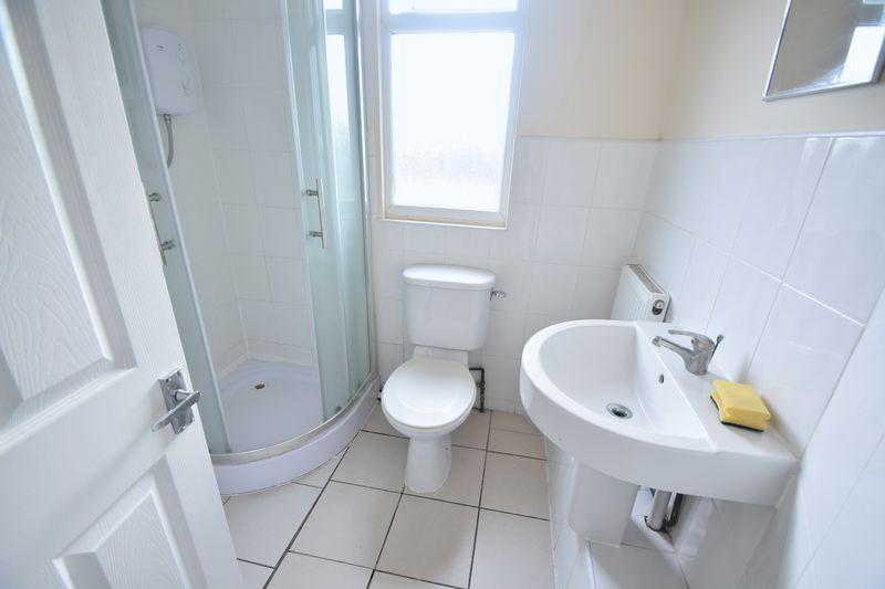6 bedroom  to buy in Biscot Road, Luton - Photo 11