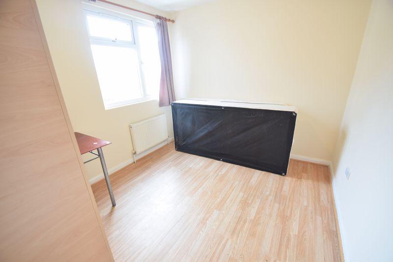 6 bedroom  to buy in Biscot Road, Luton - Photo 12