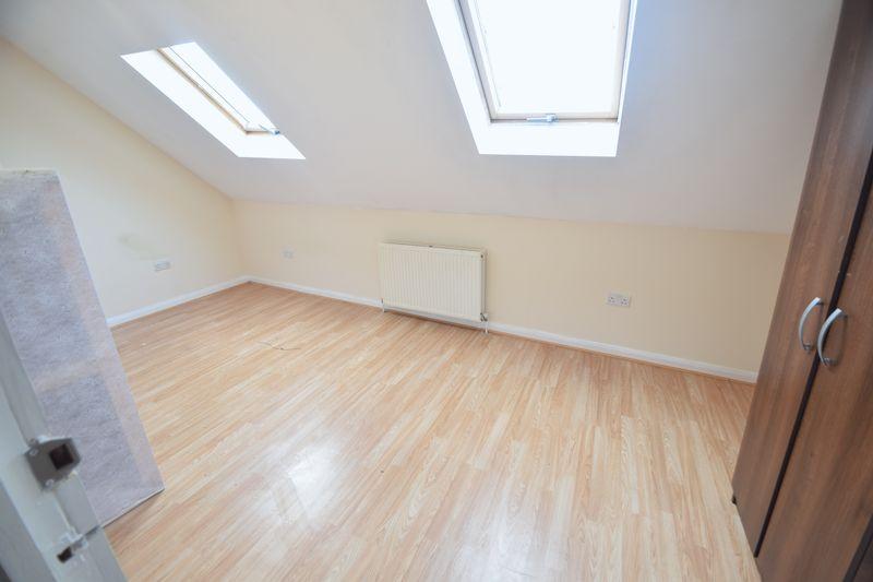 6 bedroom  to buy in Biscot Road, Luton - Photo 13
