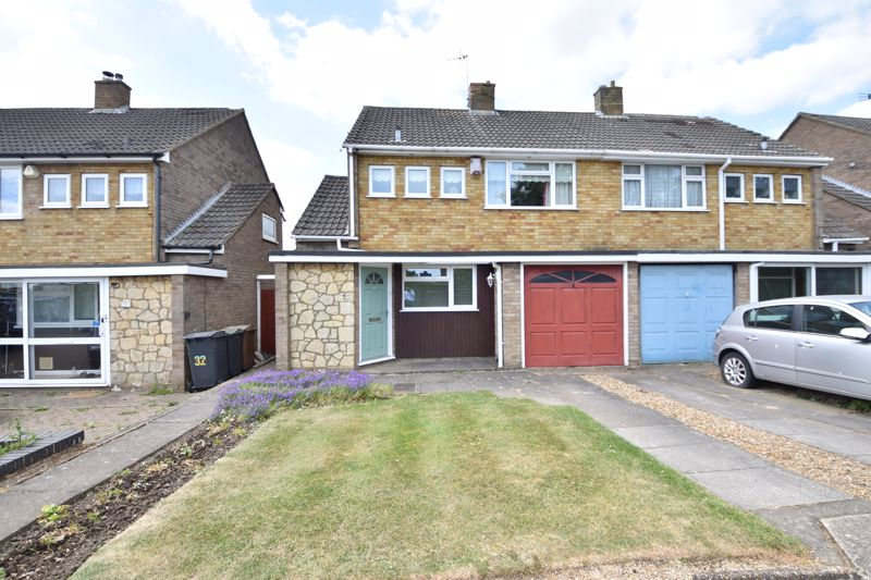 3 bedroom Semi-Detached  to buy in Beaconsfield, Luton