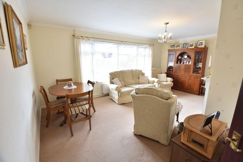 3 bedroom Semi-Detached  to buy in Beaconsfield, Luton - Photo 9