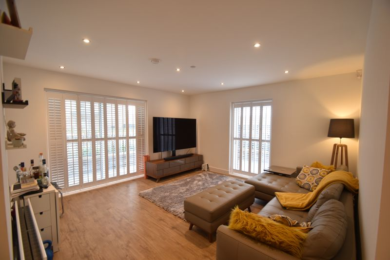 2 bedroom Flat to buy in Wilson Court, Kimpton Road, Luton - Photo 2
