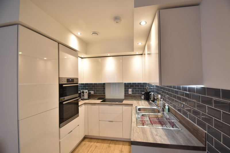 2 bedroom Flat to buy in Wilson Court, Kimpton Road, Luton - Photo 3