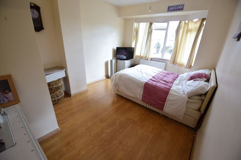 4 bedroom Semi-Detached  to buy in Lucerne Way, Luton - Photo 9