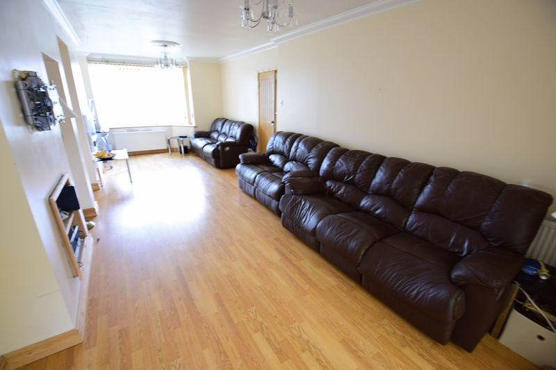 4 bedroom Semi-Detached  to buy in Lucerne Way, Luton - Photo 2