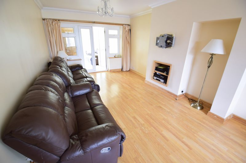 4 bedroom Semi-Detached  to buy in Lucerne Way, Luton - Photo 3