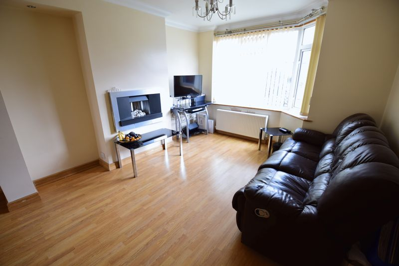 4 bedroom Semi-Detached  to buy in Lucerne Way, Luton - Photo 4