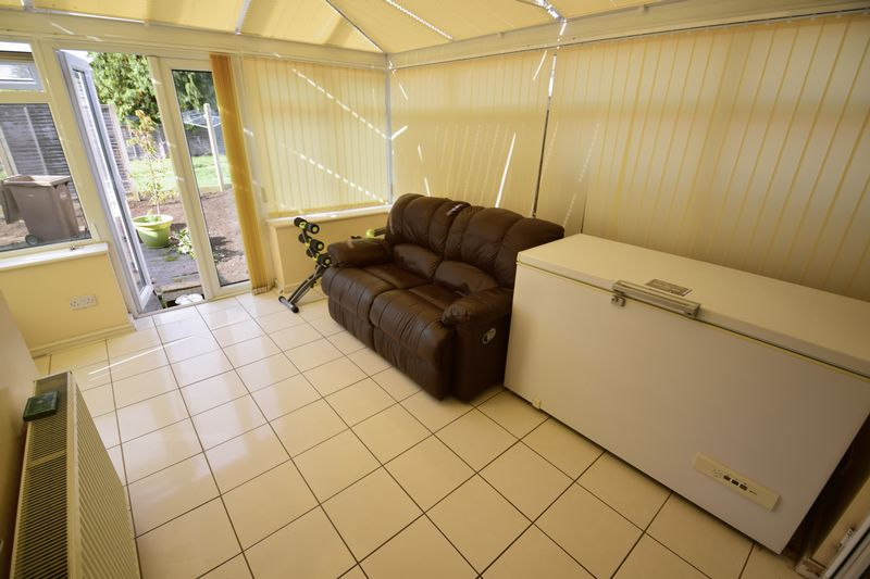 4 bedroom Semi-Detached  to buy in Lucerne Way, Luton - Photo 5