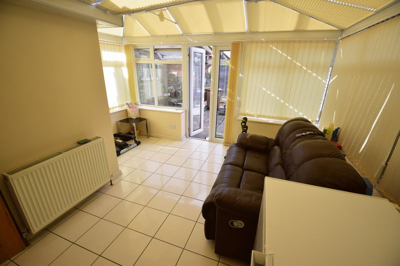 4 bedroom Semi-Detached  to buy in Lucerne Way, Luton - Photo 6