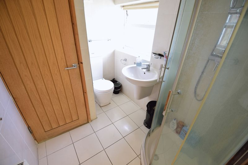 4 bedroom Semi-Detached  to buy in Lucerne Way, Luton - Photo 7