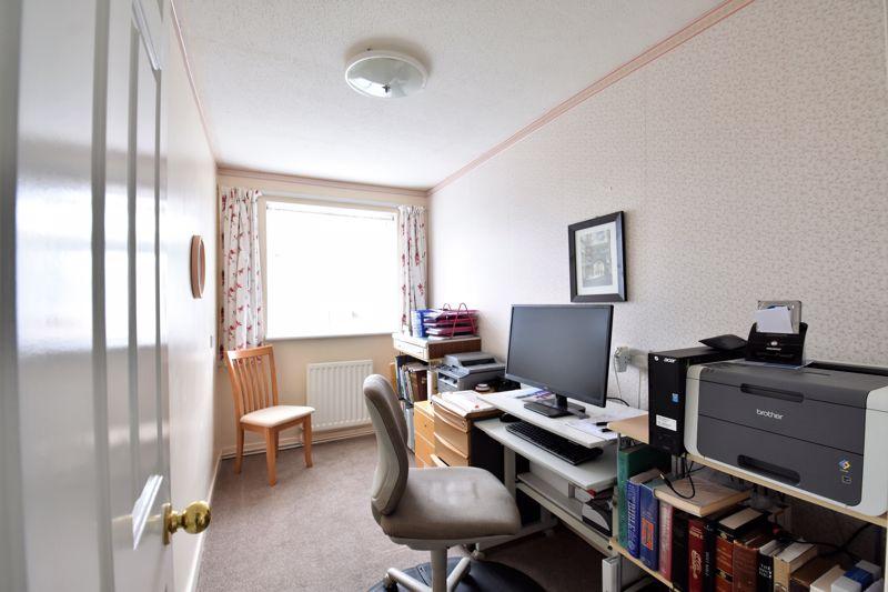 3 bedroom Semi-Detached  to buy in Links Way, Luton - Photo 2