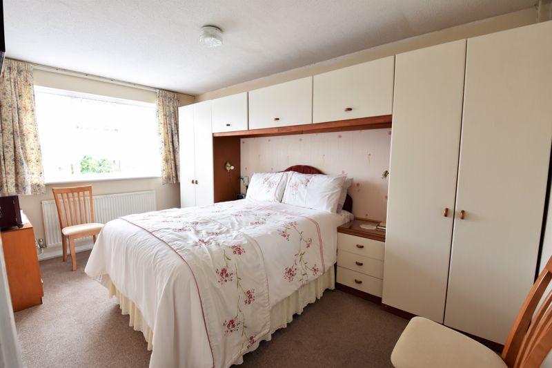 3 bedroom Semi-Detached  to buy in Links Way, Luton - Photo 3
