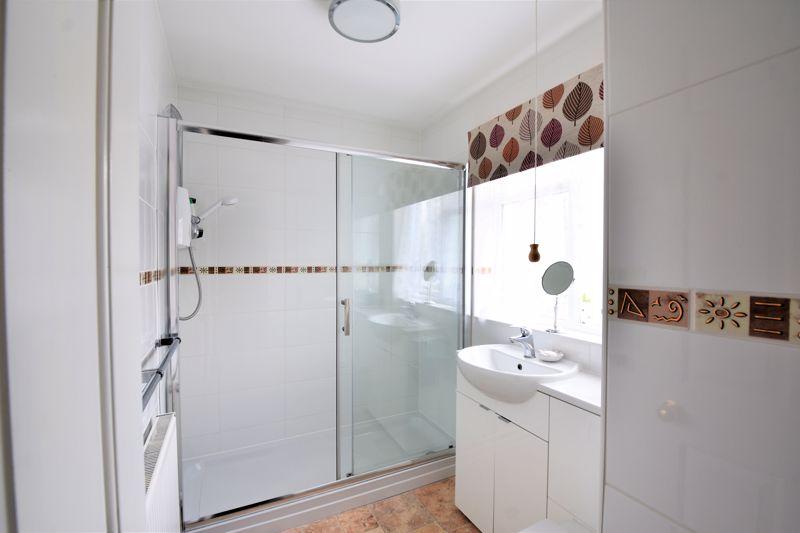 3 bedroom Semi-Detached  to buy in Links Way, Luton - Photo 4