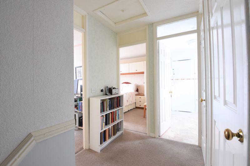 3 bedroom Semi-Detached  to buy in Links Way, Luton - Photo 5