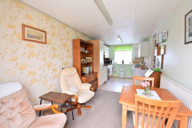 3 bedroom Semi-Detached  to buy in Links Way, Luton - Photo 6