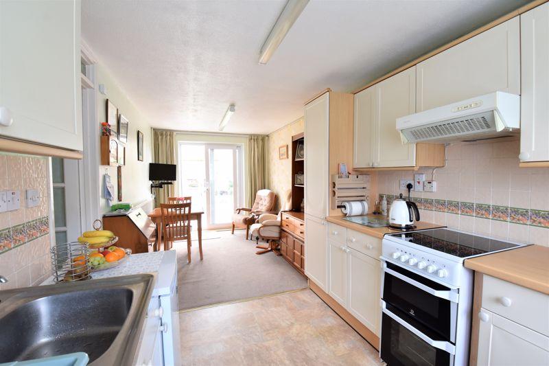 3 bedroom Semi-Detached  to buy in Links Way, Luton - Photo 7