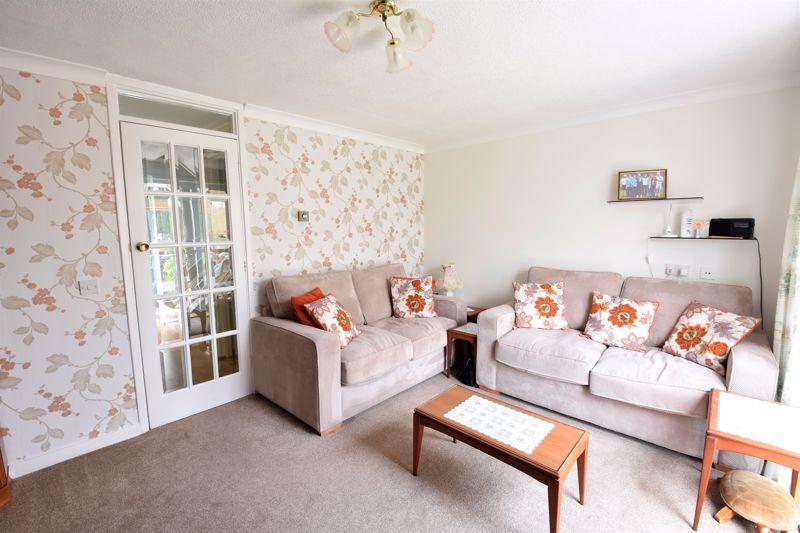 3 bedroom Semi-Detached  to buy in Links Way, Luton - Photo 8