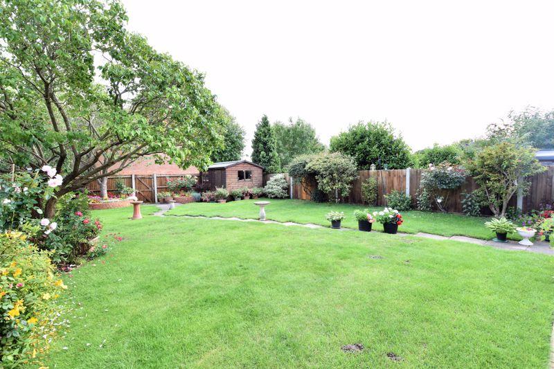 3 bedroom Semi-Detached  to buy in Links Way, Luton - Photo 12