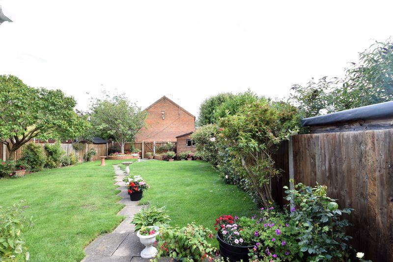 3 bedroom Semi-Detached  to buy in Links Way, Luton - Photo 14
