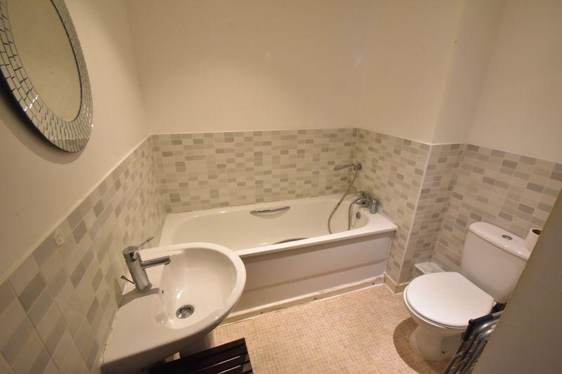 2 bedroom Apartment / Studio to buy in Holly Street, Luton - Photo 5