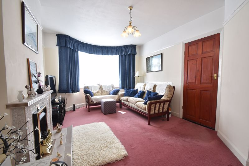 2 bedroom End Terrace to buy in Maryport Road, Luton - Photo 2