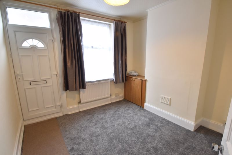2 bedroom Mid Terrace to buy in May Street, Luton - Photo 1