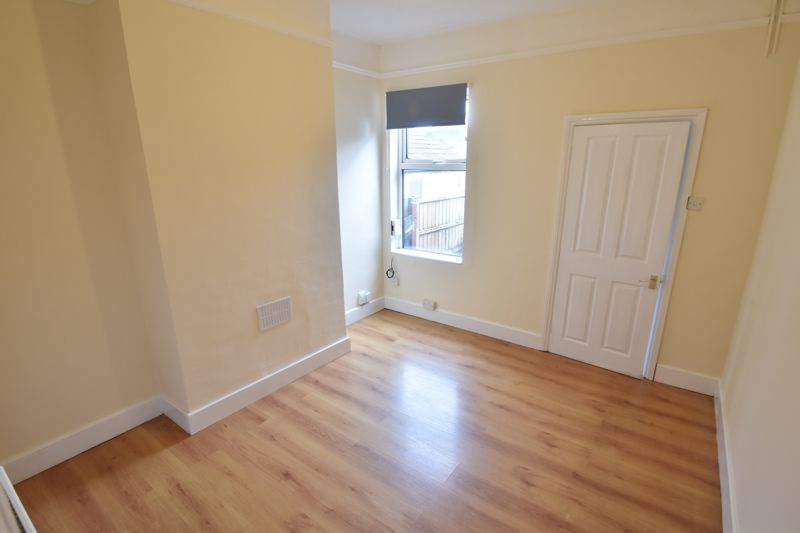 2 bedroom Mid Terrace to buy in May Street, Luton - Photo 2