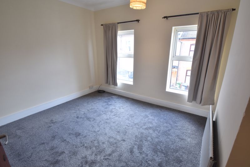 2 bedroom Mid Terrace to buy in May Street, Luton - Photo 8