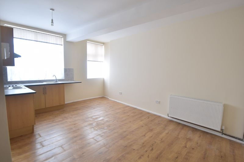1 bedroom Apartment / Studio to rent in Hitchin Road, Luton - Photo 3