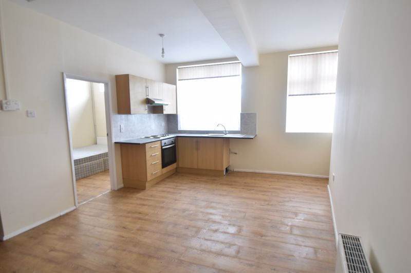 1 bedroom Apartment / Studio to rent in Hitchin Road, Luton - Photo 4