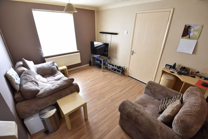 1 bedroom End Terrace to buy in Laxton Close, Luton - Photo 2