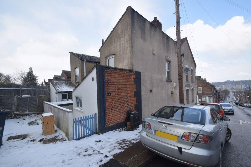 1 bedroom Maisonette to buy in Tennyson Road, Luton