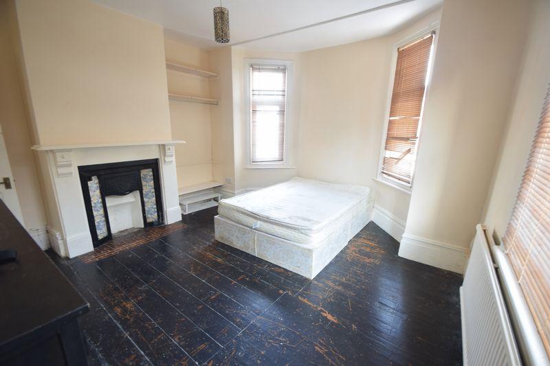 1 bedroom Maisonette to buy in Tennyson Road, Luton - Photo 1