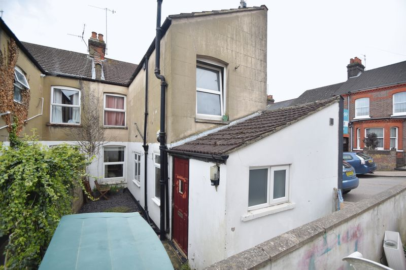 1 bedroom Maisonette to buy in Tennyson Road, Luton