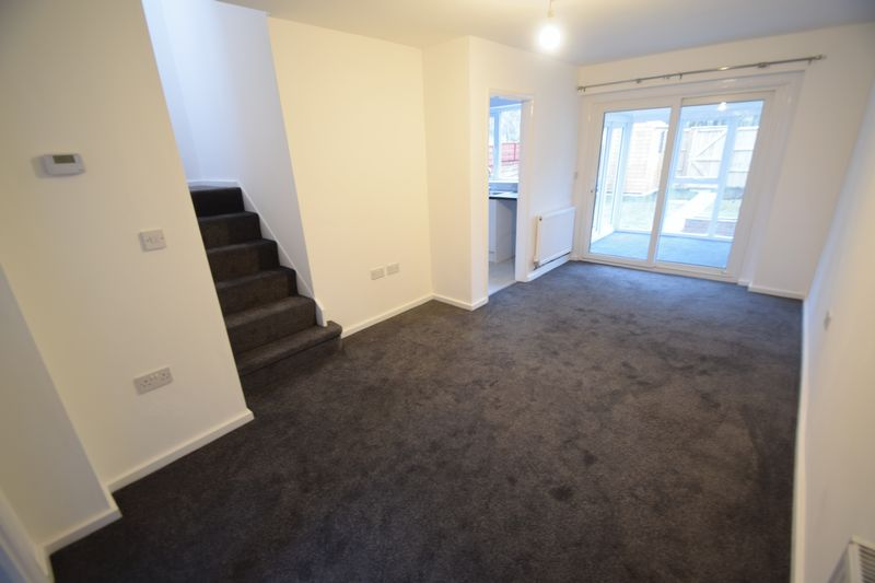 2 bedroom Mid Terrace to rent in Speedwell Close, Luton - Photo 5