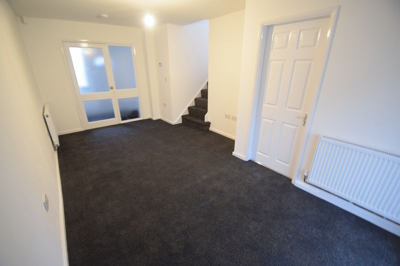 2 bedroom Mid Terrace to rent in Speedwell Close, Luton - Photo 6