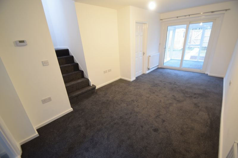 2 bedroom Mid Terrace to rent in Speedwell Close, Luton - Photo 7